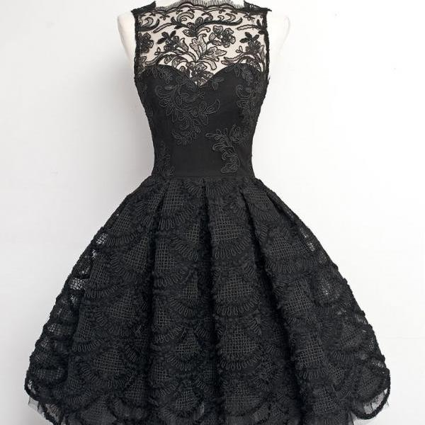 Black Lace Sweetheart Illusion Short Homecoming Dress Featuring Scallop Hem